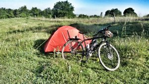 Wildcamping Sonnenuntergang in BulgarienFahrrad Camping Radreisen Warna
