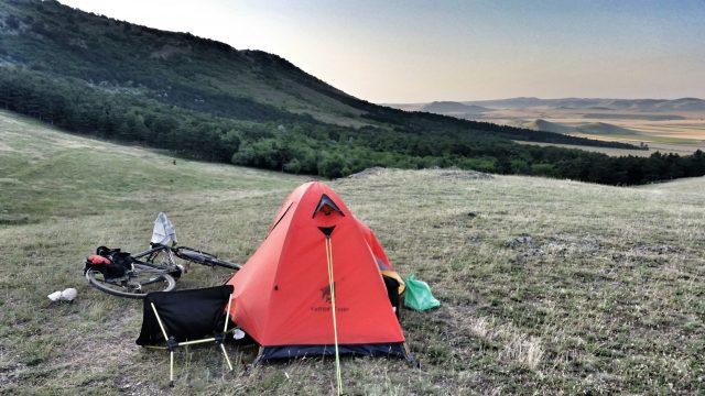 Wildcamping Sonnenuntergang in Rumänien Fahrrad Camping Radreisen