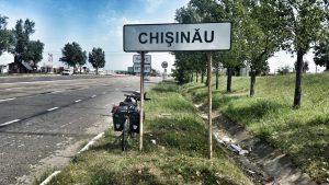 Ortsschild Kischinau in Moldawien Fahrrad Radreisen Reisen