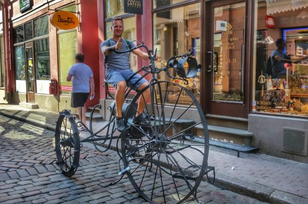 Lettland Riga Stadt Pause Fahradfahren Sightseeing Radreisen Fahrrad fahren