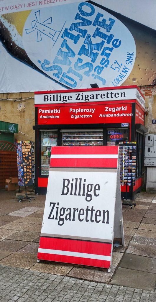 Billige Zigaretten Schild an der polnischen Grenze