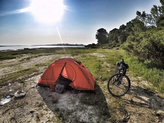 Wildcamping Sonnenuntergang in BulgarienFahrrad Camping Radreisen Warna Donauradweg